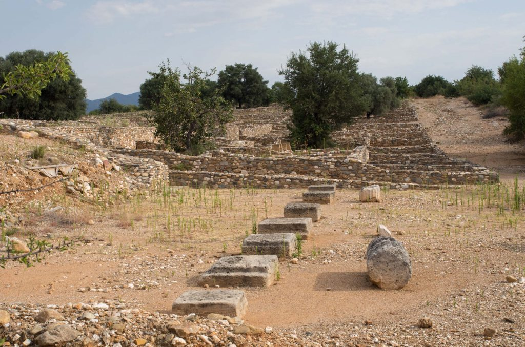 Bouleuterion_in_Olynthos_2